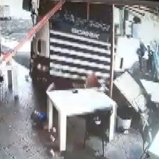 Freni boşalan TIR, lokantaya girdi: Müşteriler ölümden döndü