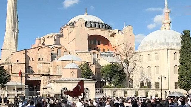 Ayasofya Camii'nde Danıştay kararı sonrası ilk ezan okundu