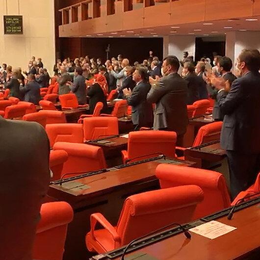 Mecliste tarihi an: Ayasofya'nın camiye çevrilmesi ayakta alkışlandı