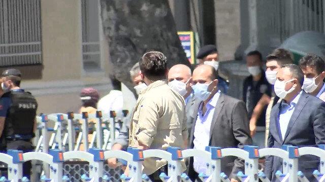 Ayasofya'nın önünde hareketlilik: Sabah saatlerinden bu yana çok sayıda kişi geldi
