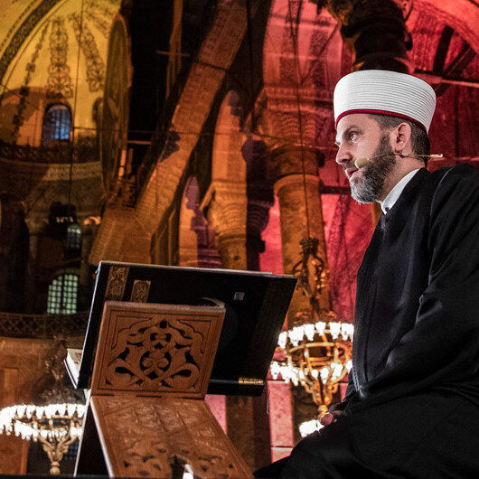 Ayasofyanın ilk imamı Ferruh Muştuerin sesinden Ayasofyada Fetih Suresi