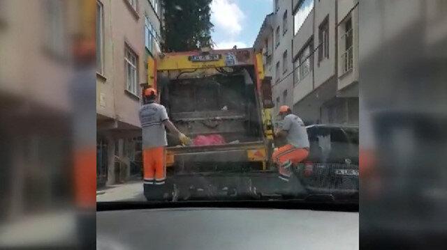 Bağcılar'da çöp kamyonundaki işçiler müziğin ritmiyle hem dans etti, hem işini yaptı