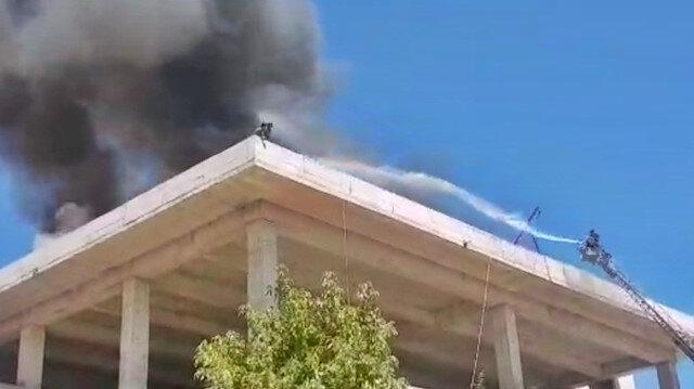 Alevlerin ortasında mahsur kaldılar: Tunceli'de yangında mahsur kalan 2 işçi son anda kurtarıldı