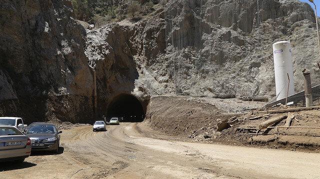 Artvin-Erzurum kara yolu heyelan nedeniyle kapanmıştı: Kontrollü olarak ulaşıma açıldı
