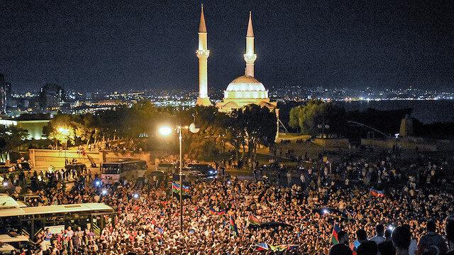 Halk ayakta: Azerbaycan'da sokağa dökülen halk savaş istiyor