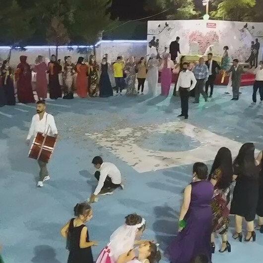 Diyarbakırda uyarılara rağmen düğünde 70 kişi kol kola halay çekti