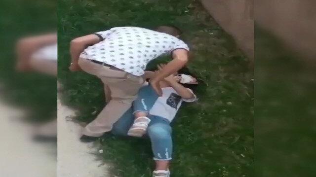 Erzurum'da sevgilisi olduğu iddia edilen vahşi adam, genç kızı saçından tutup yere yatırarak böyle darp etti