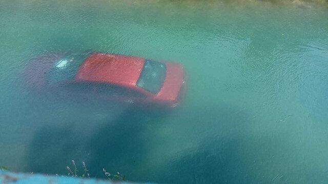 Mersin'de kaza yapan otomobil sulama kanalına düştü