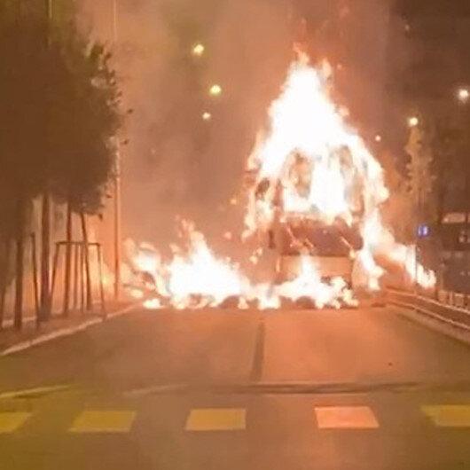 Erzurumda ot yüklü kamyon mahalle ortasında alev alev yandı