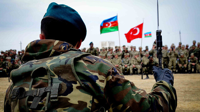 Ermenistanı sahneye sürenlerin hedefinde Türkiye var