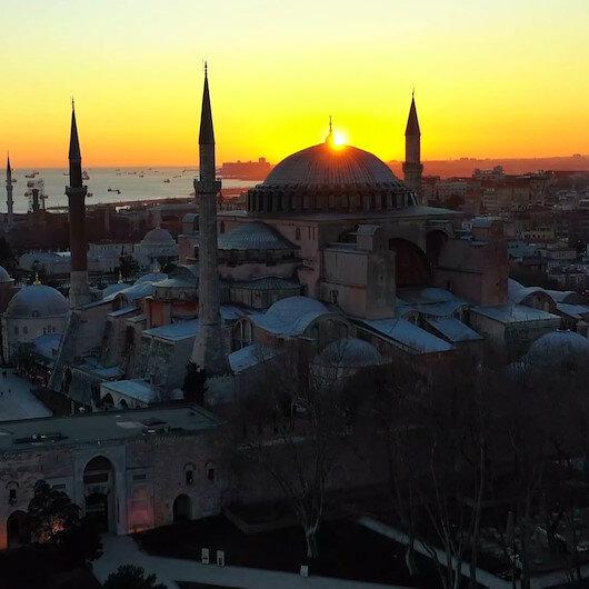 İlk namaza hazırlanan Ayasofya Camiinde gün batımı kartpostallık görüntüler oluşturdu