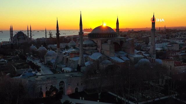 İlk namaza hazırlanan Ayasofya Camii'nde gün batımı kartpostallık görüntüler oluşturdu