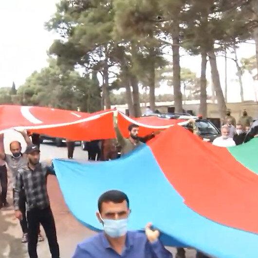 Ermenistanın şehit ettiği Azeri General Heşimovun cenazesinde Türk Bayrağı açıldı