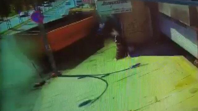 Sultangazi'de hafriyat kamyonu 6 aracı hurda yığınına çevirdi