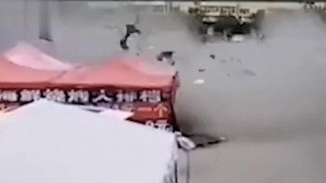 Çin'de restoranda şiddetli patlama anı kamerada: 12 yaralı