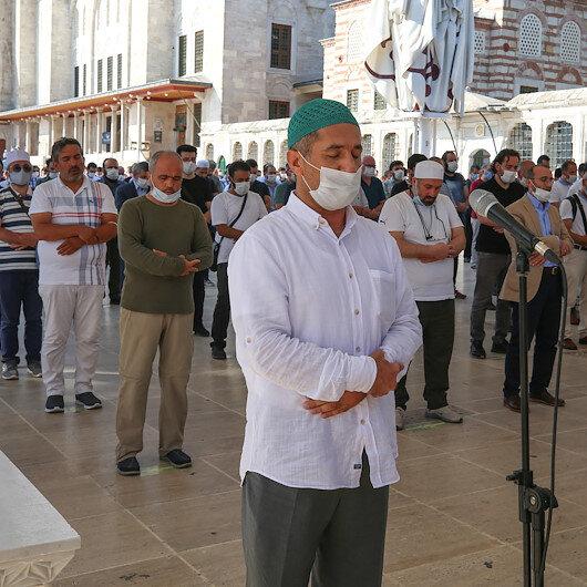 Yazar Asım Gültekin için Fatih Camisinde gıyabi cenaze namazı kılındı