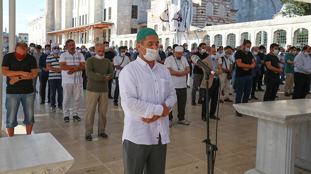 Yazar Asım Gültekin için Fatih Camisi'nde gıyabi cenaze namazı kılındı
