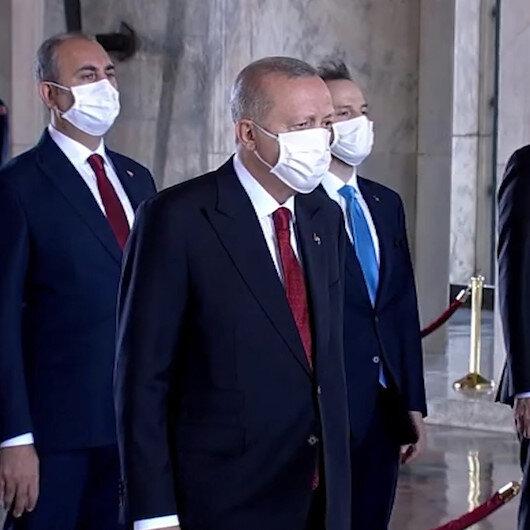 Cumhurbaşkanı Erdoğan Yüksek Askeri Şura üyeleri ile Anıtkabiri ziyaret etti
