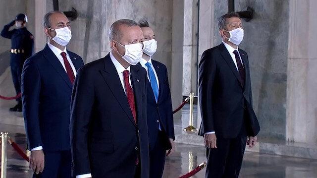 Cumhurbaşkanı Erdoğan Yüksek Askeri Şura üyeleri ile Anıtkabir'i ziyaret etti