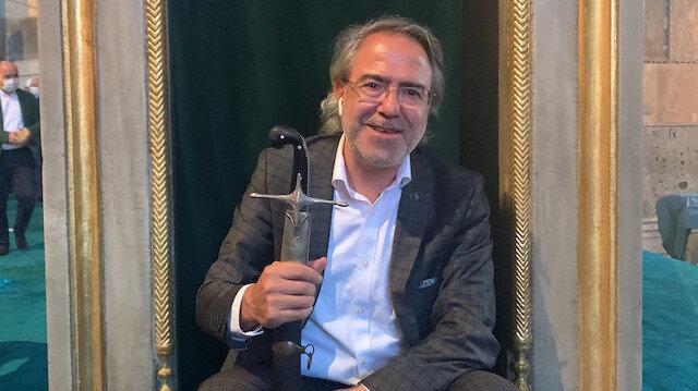 """Mustafa Armağan Ayasofya'daki kılıcı eline alıp sırrını anlattı: """"Fetih ve 'kılıç hakkı' sembolü"""""""
