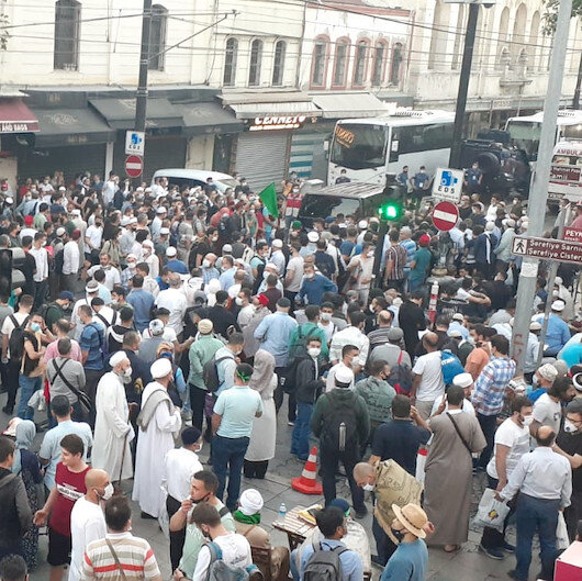 Vatandaşlar erken saatte Ayasofya Camiine akın etti