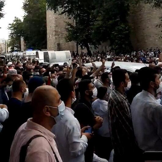 Vatandaşlar salavatlarla Ayasofya Camiine ilerliyor