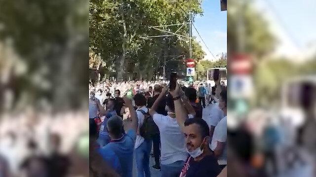 Ayasofya'da insan seli: Türkiye'nin dört bir yanından gelen vatandaşlar koşarak alana giriyor