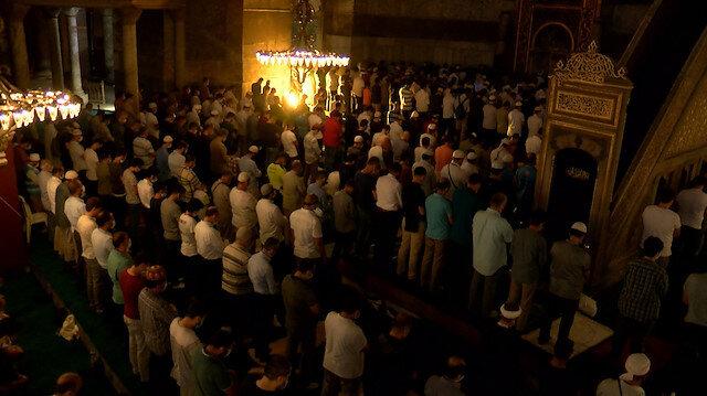 Ayasofya Camii akşam namazında insan akınına uğradı