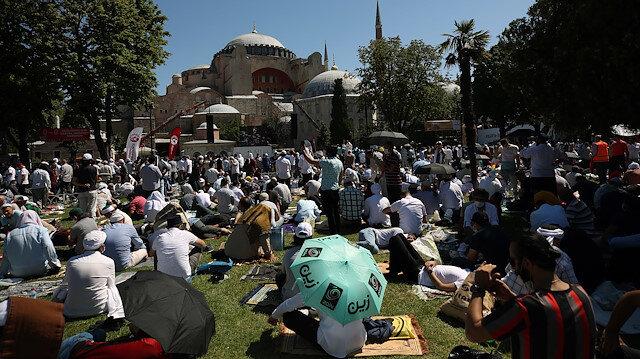 Ayasofya Camii'nde tarihi gün: Alanların tamamı doldu, girişler durduruldu