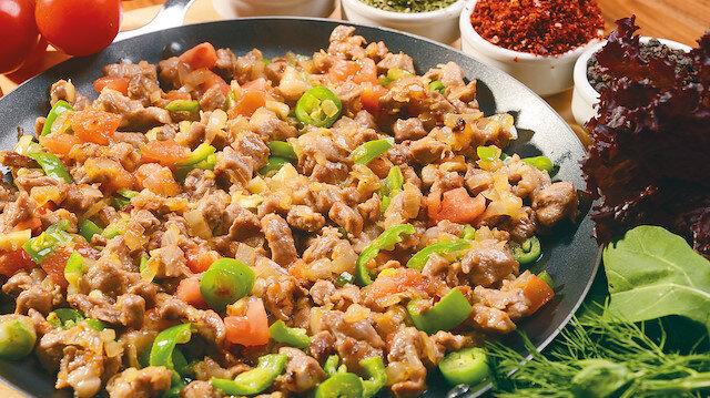Kurban etini salatayla yiyin