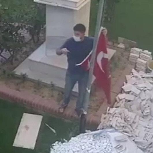 Türk bayrağı yerde kalmaz: İpi koptuğu için düşen bayrağı vatandaş kaldırdı