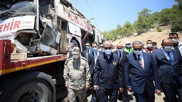 Bakan Akar: Mersin'deki kazada ilk bilgilere göre araçta teknik arıza oldu