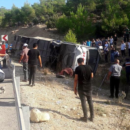 Mersinde askerlerimizi taşıyan otobüs devrildi: 5 şehit, yaralılar var