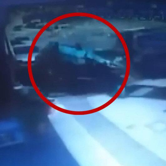 İzmirde metrelerce takla atan otomobil sekiz araca çarparak durabildi
