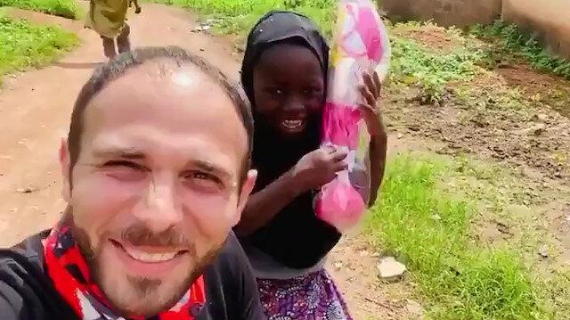 Nijeryalı yetim Cemile'ye verilen hediye sonrası yaşadığı tarifsiz mutluluk