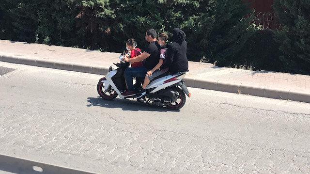 Kocaeli'de dört kişilik ailenin motosiklet üzerindeki tehlikeli yolculuğu
