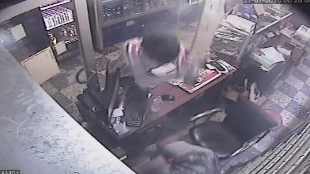 Trabzon'da büfeye dalan Özbek uyruklu genç, büfe sahibine elindeki çivili kalasla saldırdı