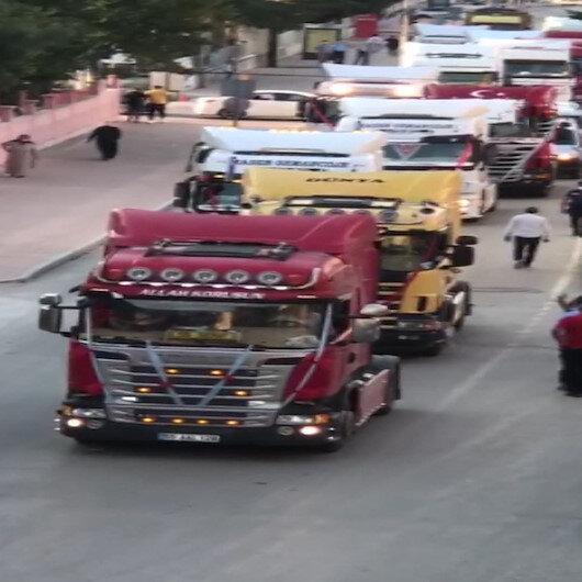 Düğün konvoyuna TIRlarla katılıp trafiği birbirine kattılar