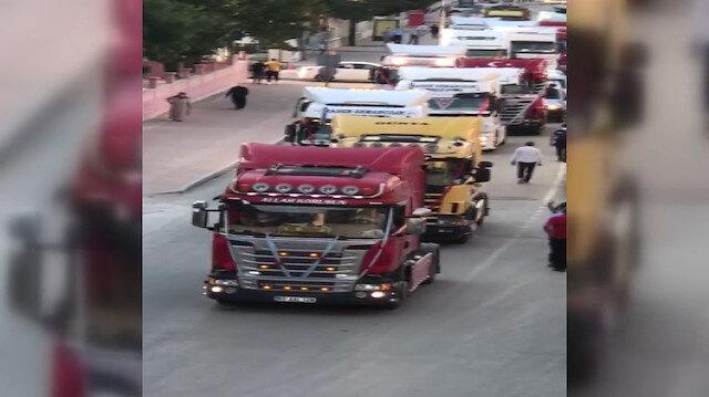 Düğün konvoyuna TIR'larla katılıp trafiği birbirine kattılar