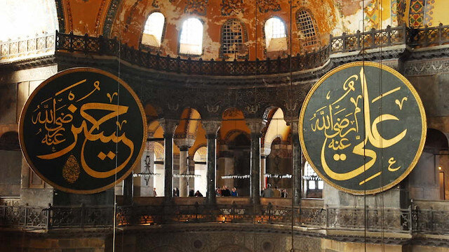 Ayasofyaya damgasını vuran levhaların dışarı çıkarılma hikayesi: Camide yazıldı camide kalacak...