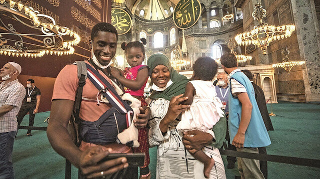 Müslümanlar Ayasofya'nın aslına rücûuna niçin seviniyor?