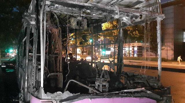 Esenyurt'ta belediye otobüsü kundaklandı araç kullanılmaz hale geldi: Bir gözaltı