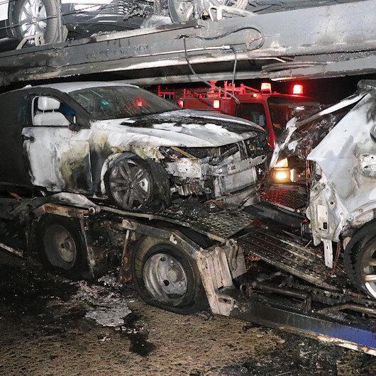 Erzincanda sıfır araç yüklü seyir halindeki TIR yandı