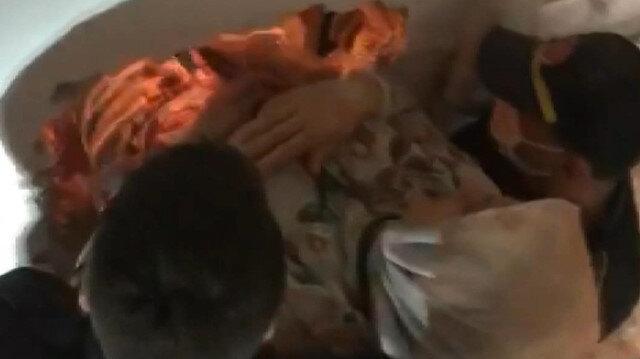 İtfaiye ekipleri asansörde mahsur kalan üç kişiyi duvarı kırarak kurtardı