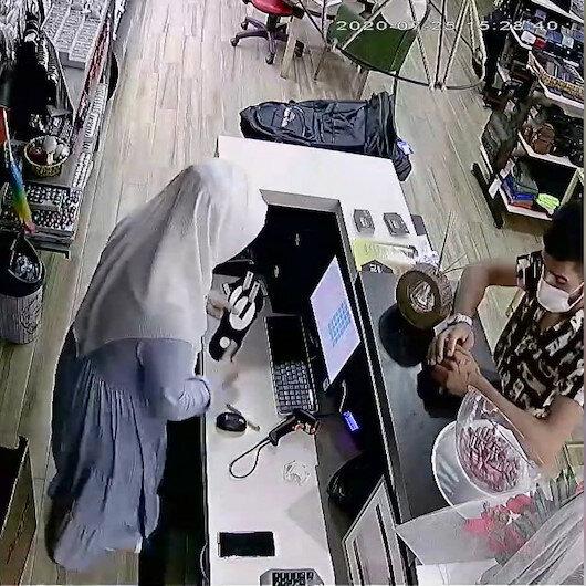 Çorap alma bahanesiyle girdiği dükkandan 10 bin liralık telefonu çaldı
