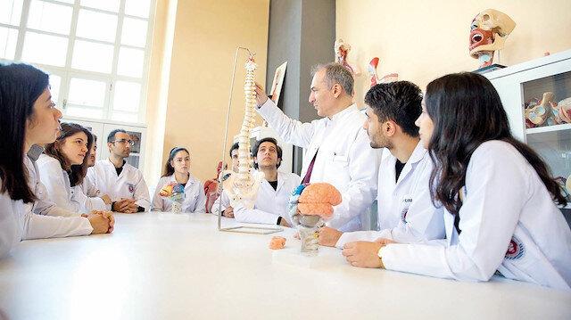 Üni-Veri'de sağlık bölümleri önde