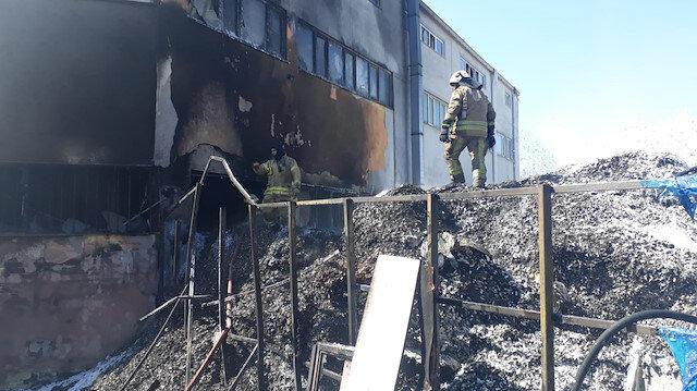Esenyurt'ta kauçuk fabrikasında yangın