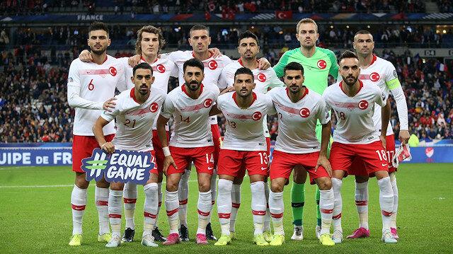 Milli futbolcuya büyük onur: En iyi 4 futbolcu arasında gösterildi