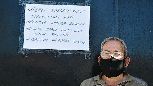 Evine gelen misafirleri kapısına astığı yazıyla geri çevirdi: Koronavirüs var, misafir kabul etmiyoruz