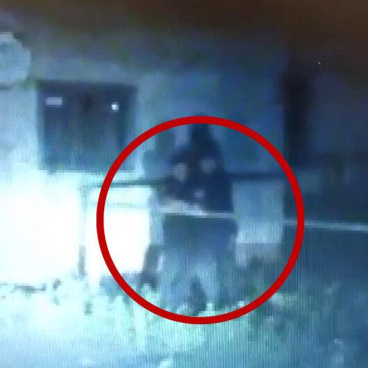 El bombasıyla polisi rehin alan saldırganı keskin nişancılar etkisiz hale getirdi